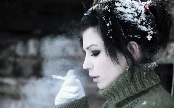 Почему не стоит курить на морозе