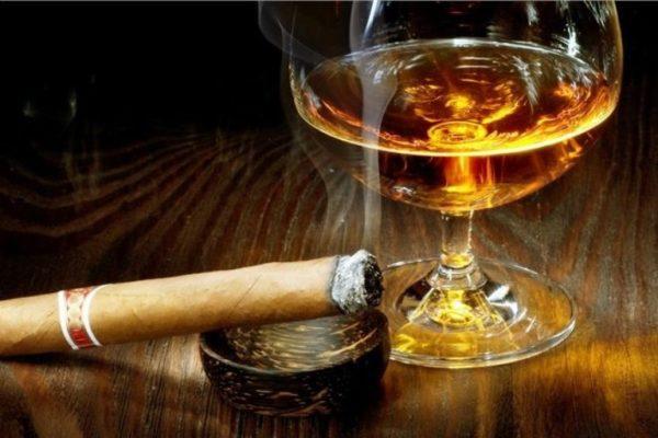 Почему хочется курить, когда выпьешь