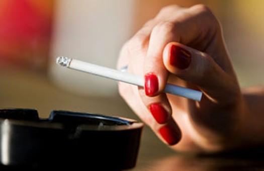 С помощью сигарет люди пытаются подавить стресс
