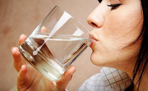 Бросив курить, пейте больше воды