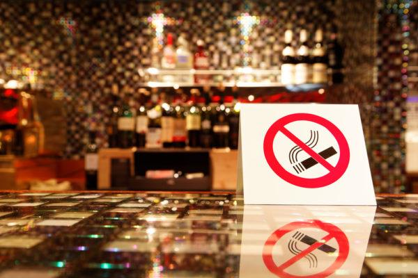 В США запрещено курить в общественных местах