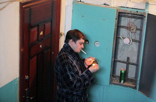 Если кто-то курит в неположенном месте, можно обратиться в полицию