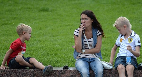 В Италии запрещено курить при детях