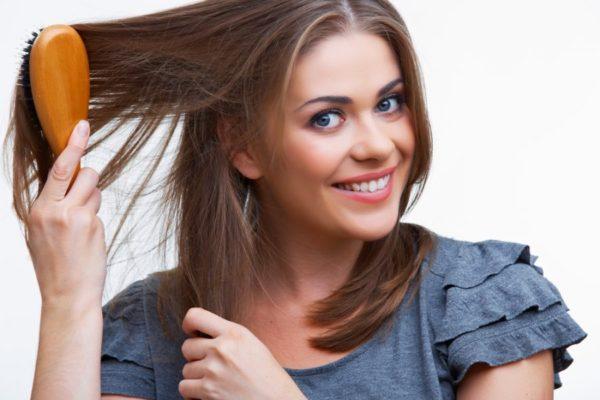 Чтобы оздоровить волосы, нужно пить витамины