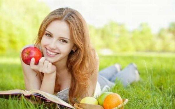 Правильное питание поможет быстрее очистить кожу