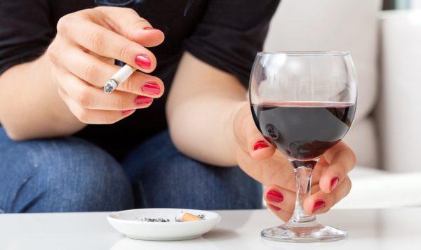Что вреднее: пить или курить
