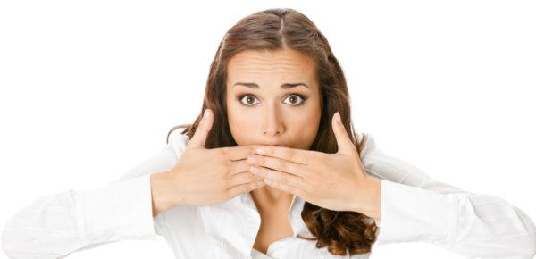 Курение приводит к неприятному запаху изо рта